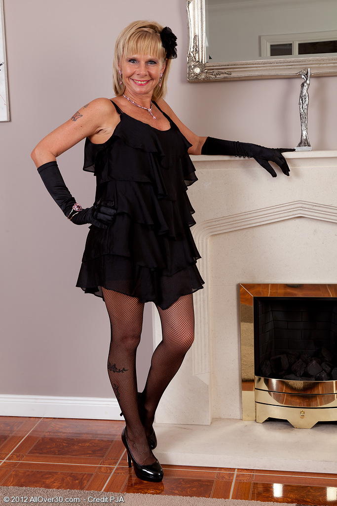 Blond 42 Year Old Cath Oakley Slides off Her Black Underware and Positions