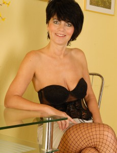 Elegant Looking Eve in Fisnet Nylons Bares Her Fine  Older Babe Ass