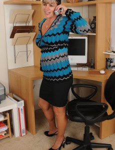 Office Milf Fire Fly from  Onlyover30 Investigates at Her  Older Babe Pussy