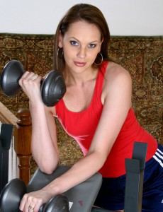 After Working with Weights This Hot Milf Works on Her Muscular Box
