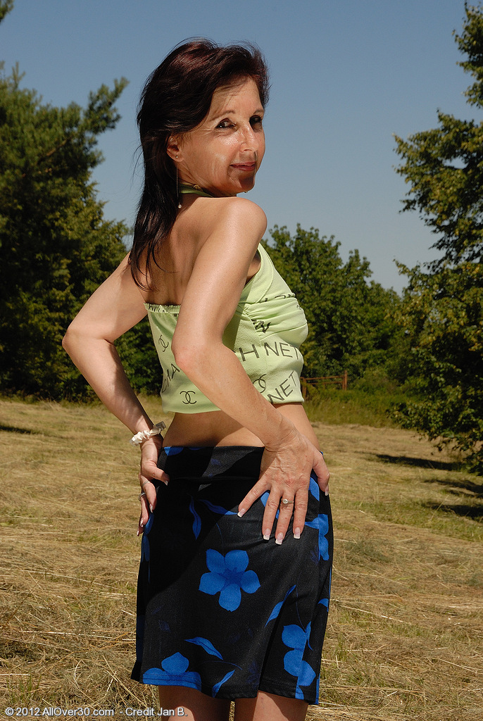 46 Year Old Jenny H Goes into the Area and  Opens Her Ass Wide