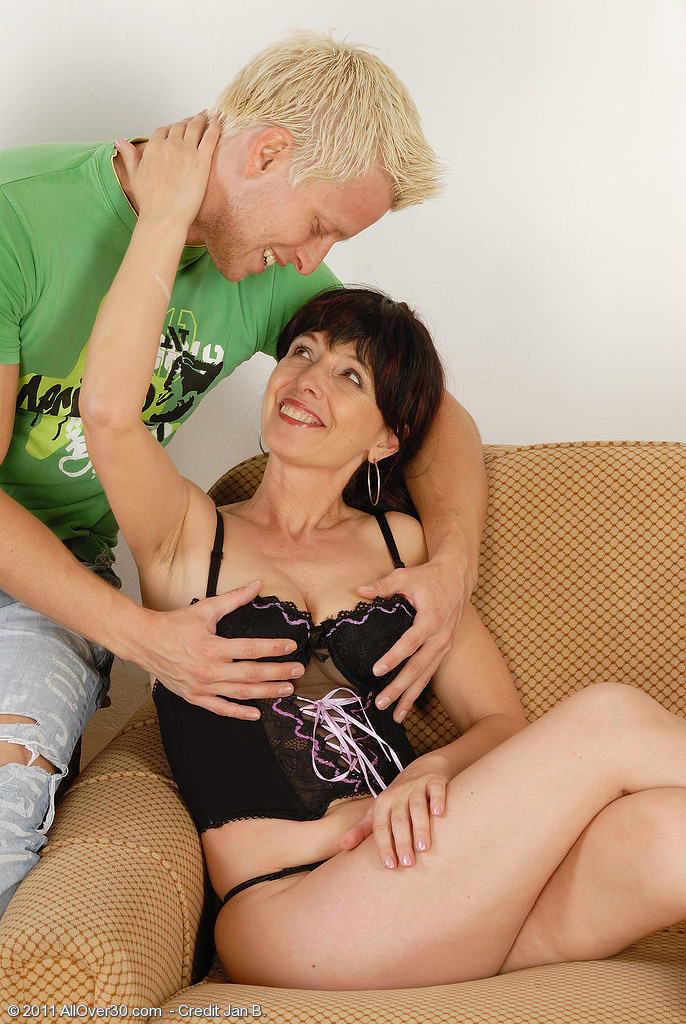 Hot Dark Brown Juliette Gets Her  Older Pussy Packed with Junior Cock