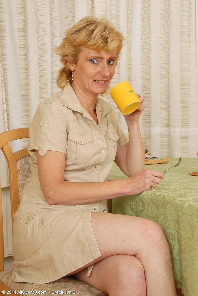 Blond Haired Milf Leny Give Us a Close Look at Her  Older and Clean-shaved Vulva