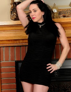Hot and Elegant Rayveness Shows off  Her 38 Year Old Pussy Here