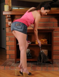 Muscular Samantha Ryan  Undresses off Her Jeans Petticoat and  Opens for You