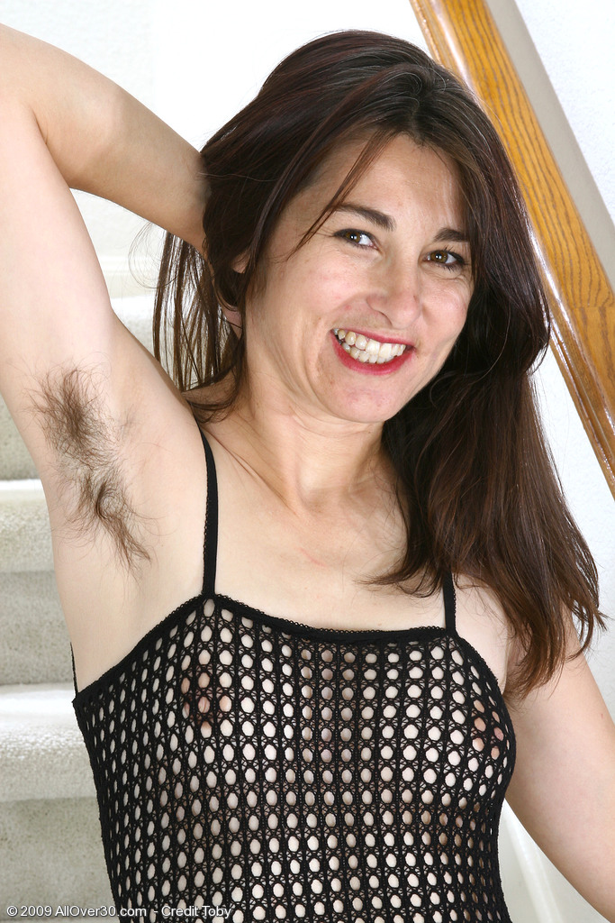 Wooly Pitts and Hirsute Pussy Makes Mummy Shelby Hard to Miss Here