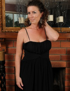 Insane and 45 Year Old Tammy Sue from  Onlyover30 Opens Up Bootie Broad