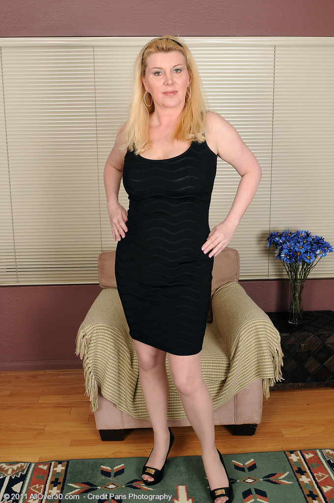 Unbelievably Beautiful 51 Year Old Venice Positions and Opens Up for You