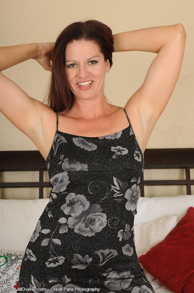 Playful 39 Year Old Xena Receives Bare and Plays Around on Her Bed