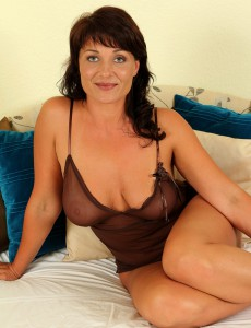 Curvaceous Brunette Hair Belle P Stabs at Her  Older Babe Muff with a Golden Dildo