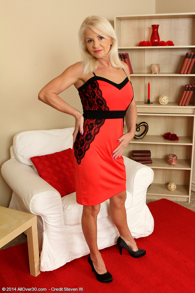 Blond and Elegant Inez from  Onlyover30 Showcasing off Her Aged Body