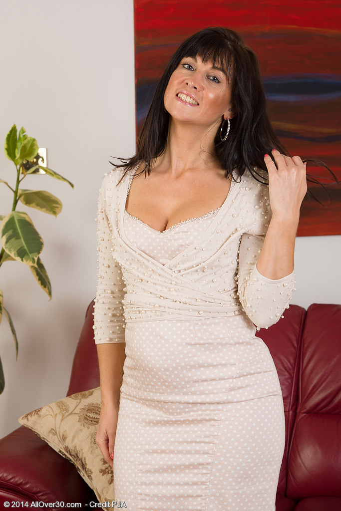 Elegant and Hot 45 Year Old Lilani Tizzie Peels off and Opens Up