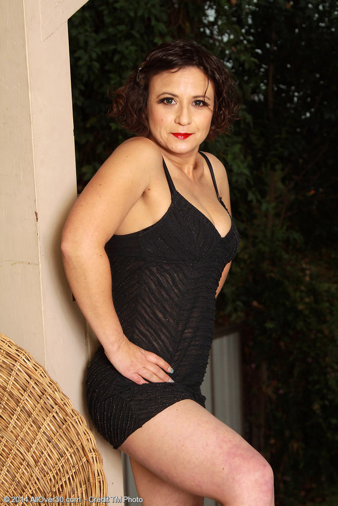 Cute 36 Year Old Anna P Receives Nude Plus Shows Her Curly  Hoo Ha Outside