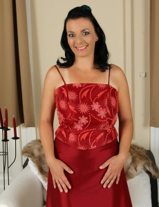 Lascivious 35 Year Old Leona Sweet Glides from Her Elegant Clothes Here
