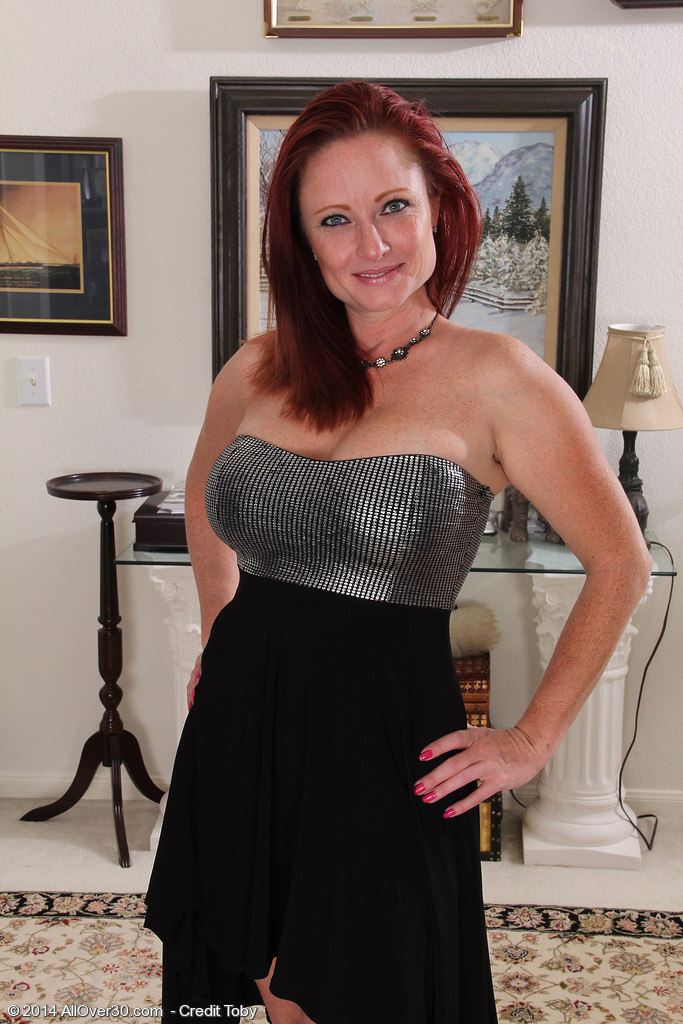Sexy 38 Year Old Redheaded Shelly Jones Looking Elegantly in Nature's Garb