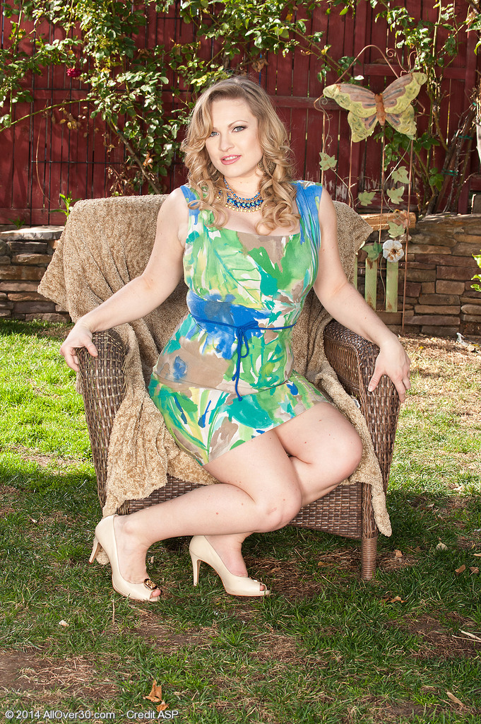 Big Breasted Victoria Tyler from  Onlyover30 Widens Her Gams Found on the Lawn Chair