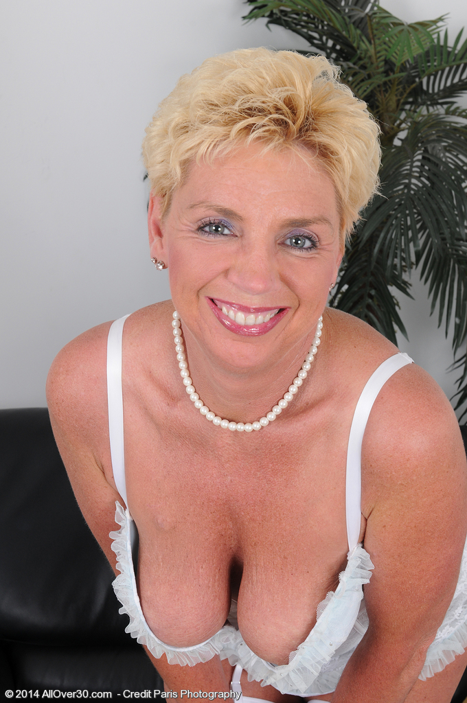 47 Year Old Taylor Lynn  Takes off off Her Hite Lace Plus Opens Up Her Gams