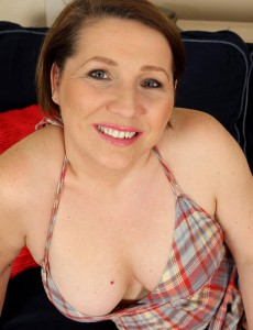 Lustful 35 Year Old Netti from  Onlyover30  Undresses Plus Opens Up Her Gams