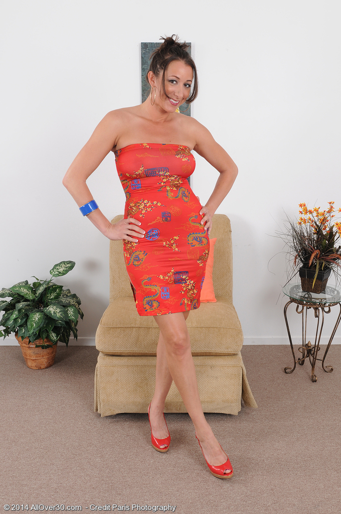 Marvelous 36 Year Old Kaylynn Slides out of Her Elegant Dress to Pose