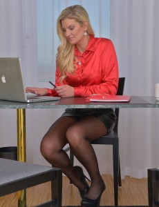 33 Year Old Samantha K from  Onlyover30 Muscular  Nude at Her Desk