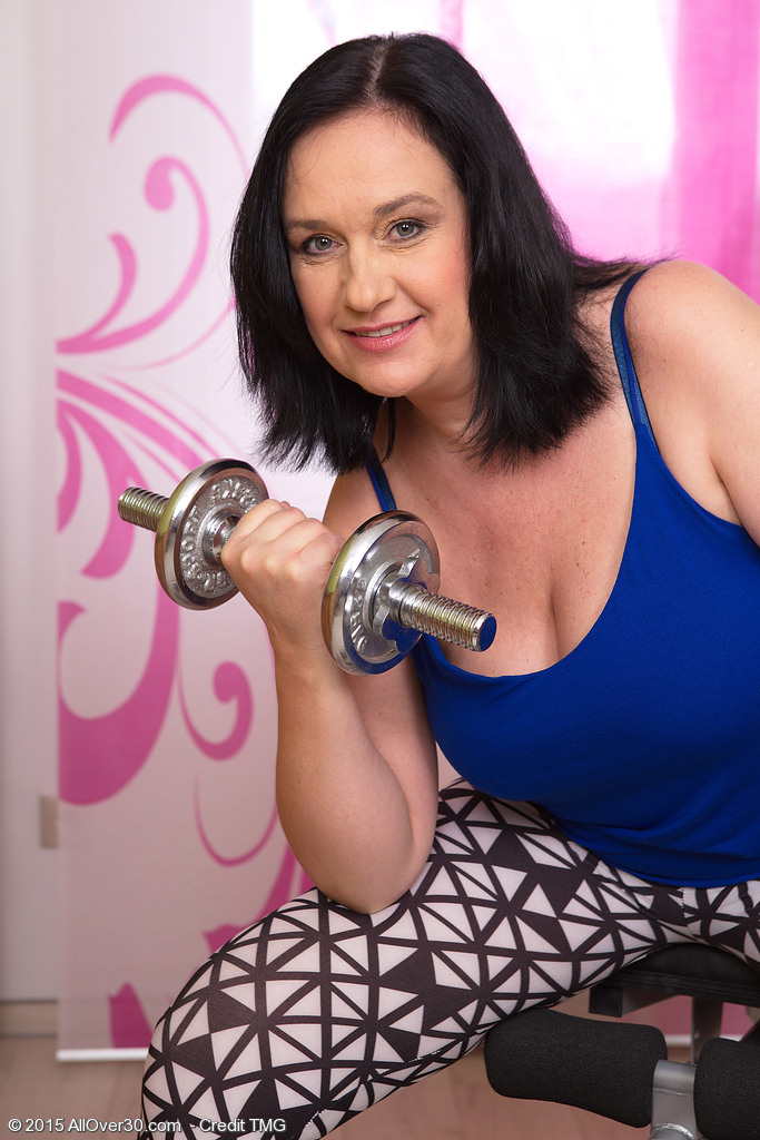 48 Year Old Rita Darksome from  Onlyover30 Elevating Weights and  Opening Up Puss