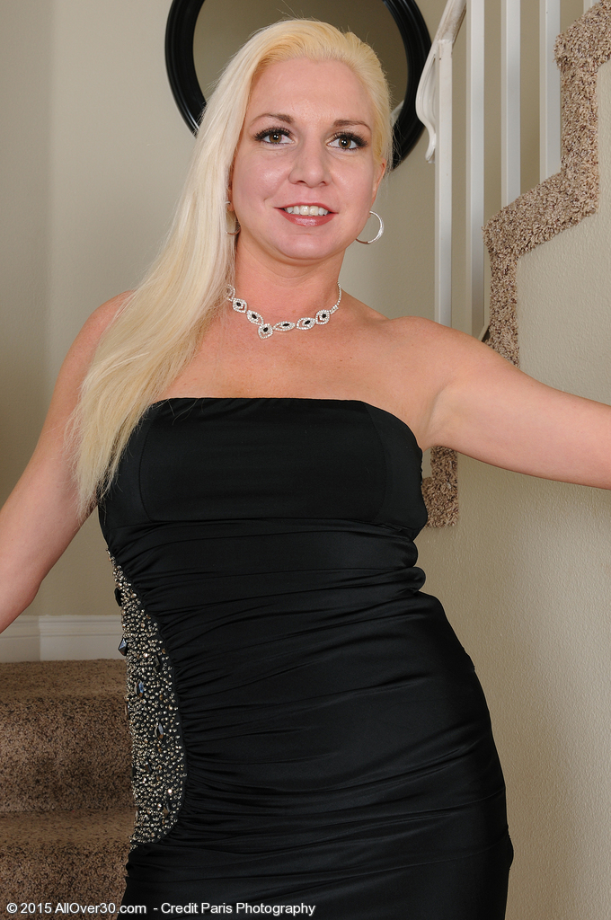 Golden-haired and Beautiful Milf Jessica Taylor Slides out of Her Elegant Dress