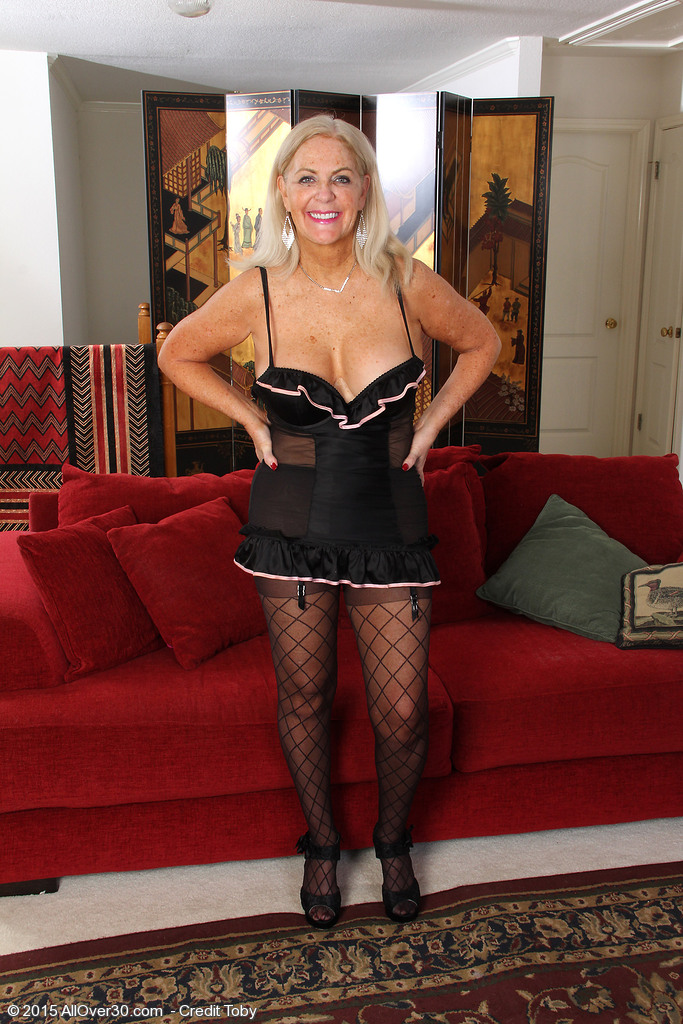 Golden-haired 58 Year Old Judy Mayflower Afrom  Onlyover30 Liking Her  Dildo