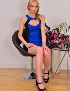 Elegant  Blond 37 Year Old Tracey Lain Gets Comfortable for You