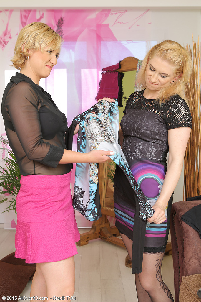 Lesbos Viktoria and Lu Berry with a Purple Wand