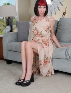 Hot Slim Alyce Porter Looks Constricted As a Drum As She Receives  Nude Indoors