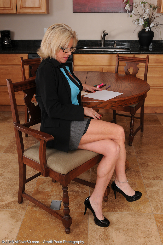 Super Horny Secretary Payton Hall Can Keep a Secret As She Flashes Those Big Breasts