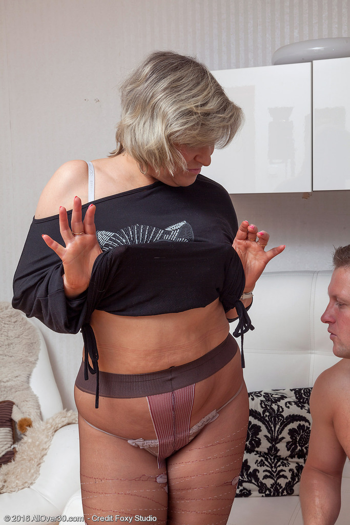 Curvaceous Marianna Gets Drilled