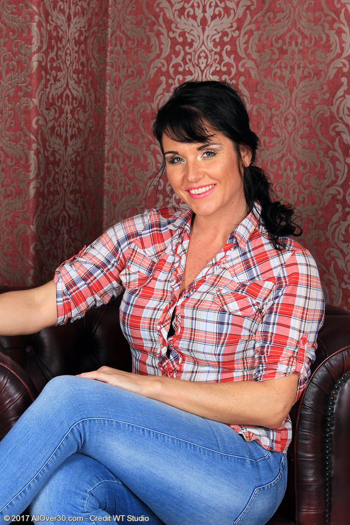 Hot Leah H in Her Constricted Denim