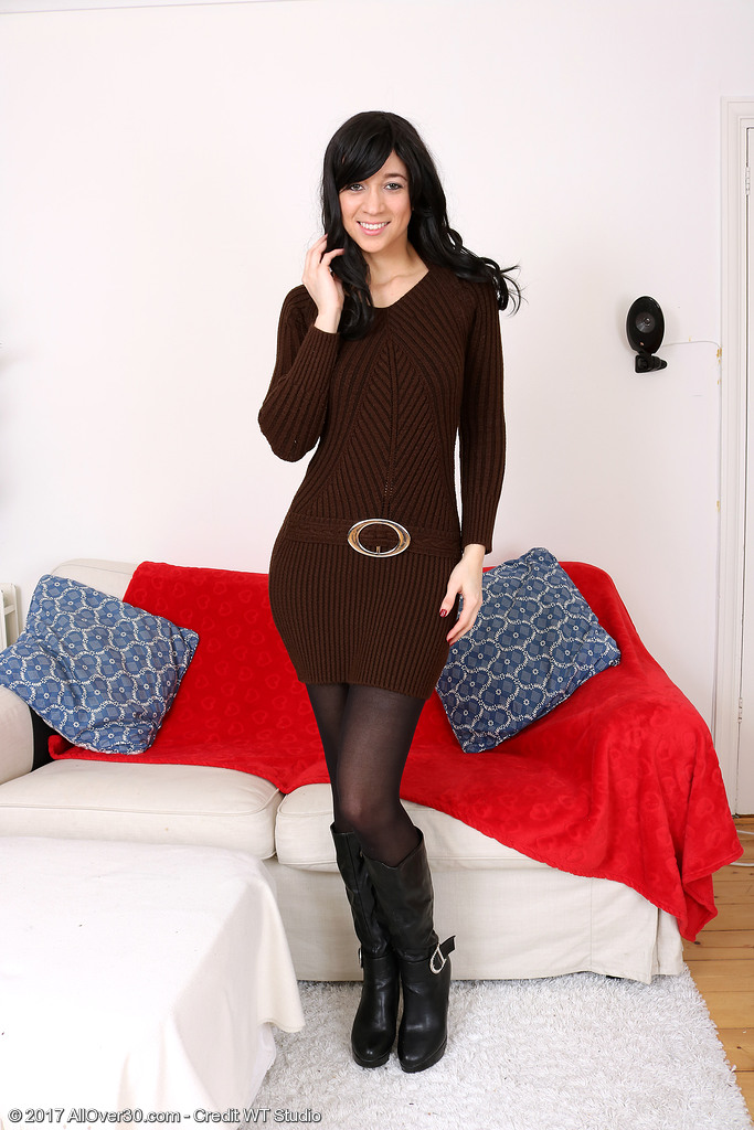 Leggy Dark Brown Tracy Rose