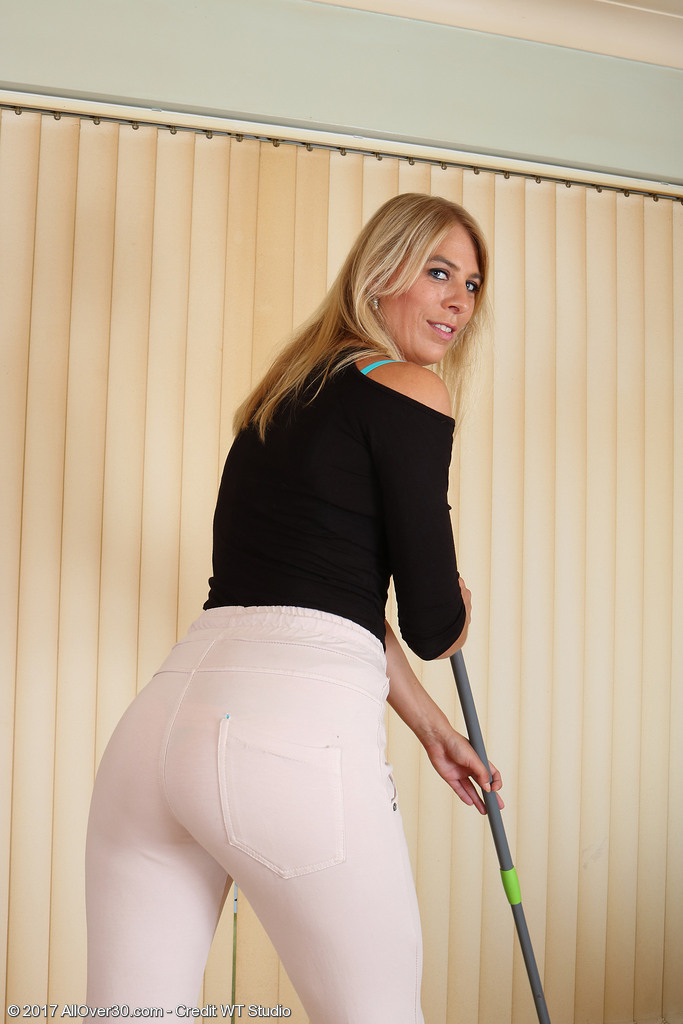 Blonde Stunner Jentina Small