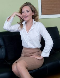 Beautiful Mona Wales Horny Secretary