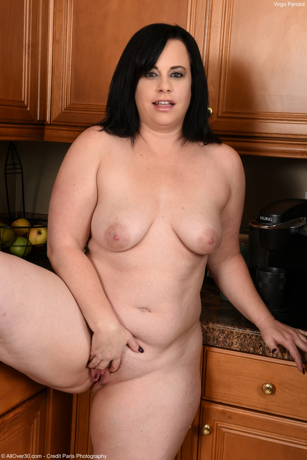 Big Breasted Curvaceous Mummy Virgo Peridot Inside the Kitchen